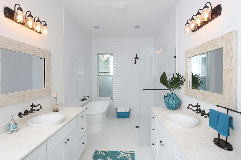 Bright and Modern Styled Bathroom